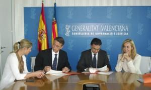 Firma_convenio_Asistencia_psicologica_catastrofes_Mariano_Server_Psicolo_del_ Dpto_Valencia_Hospital_General_web