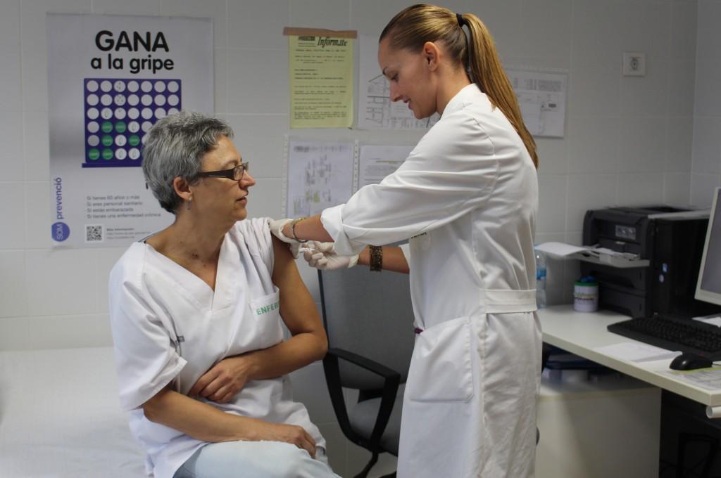 2014 10 20 sanitarios vacuna gripe Centro de Salud Nou Moles