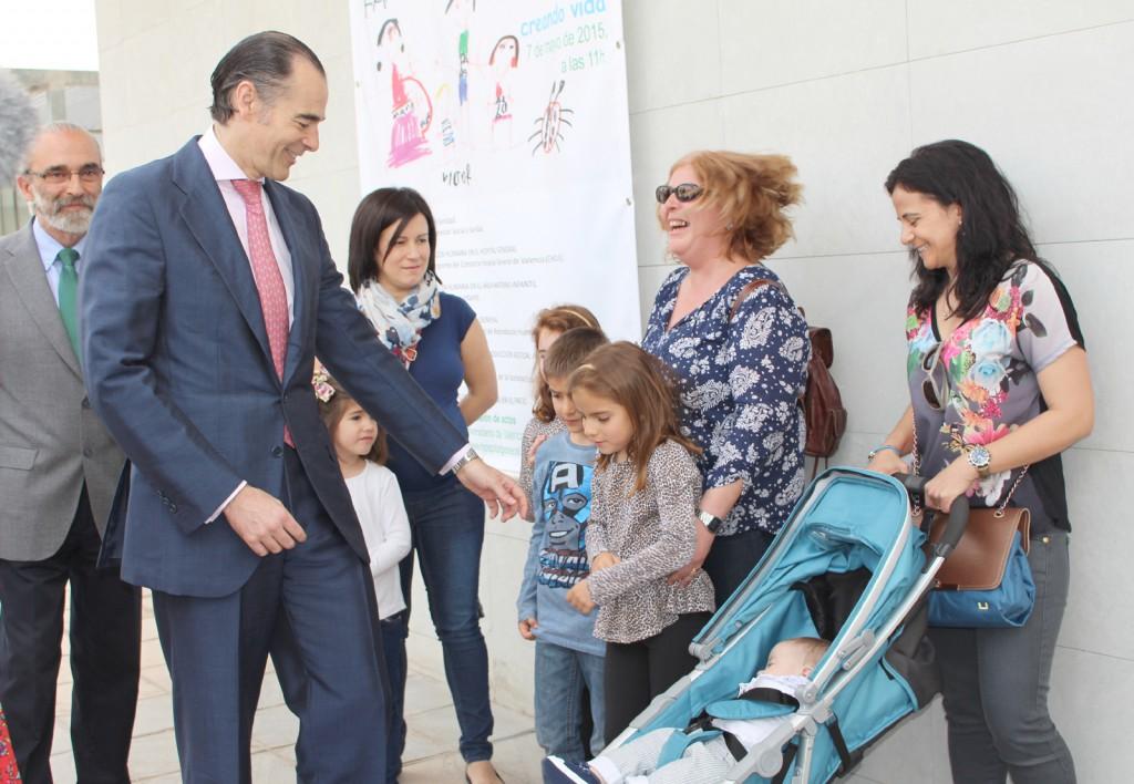 2015 05 07 Llombart con familias X Aniv Unidad Reproduccion Hospital General Valencia