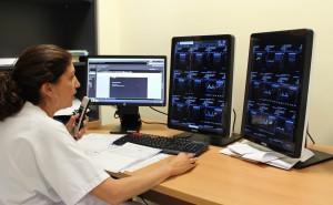 Radiologa HGUV con nuevo sistema
