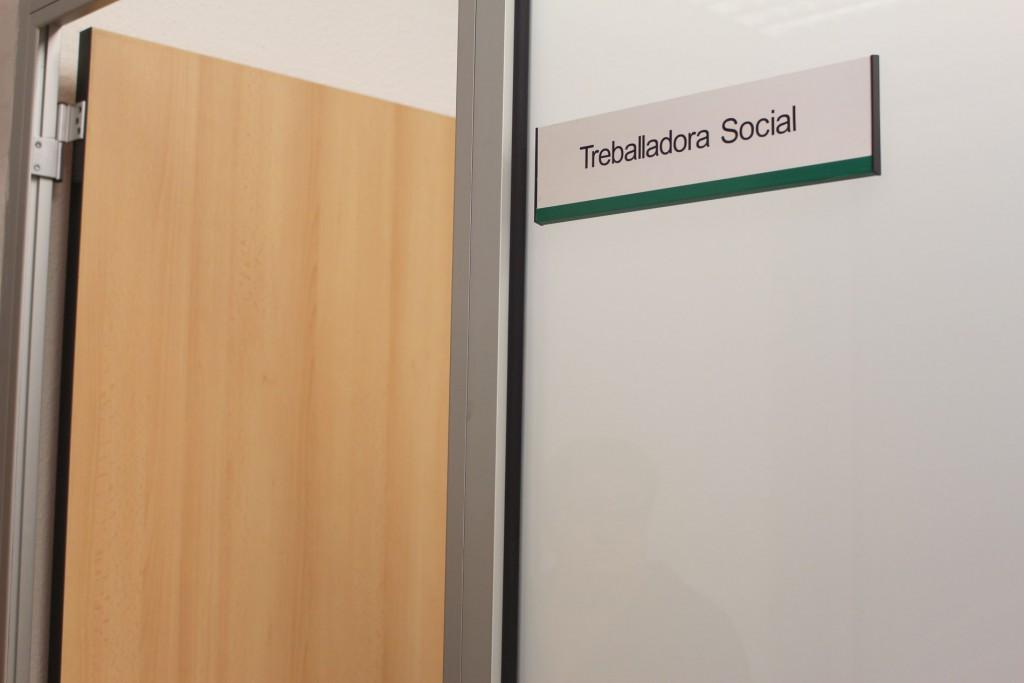 detalle cartel Treballadora social