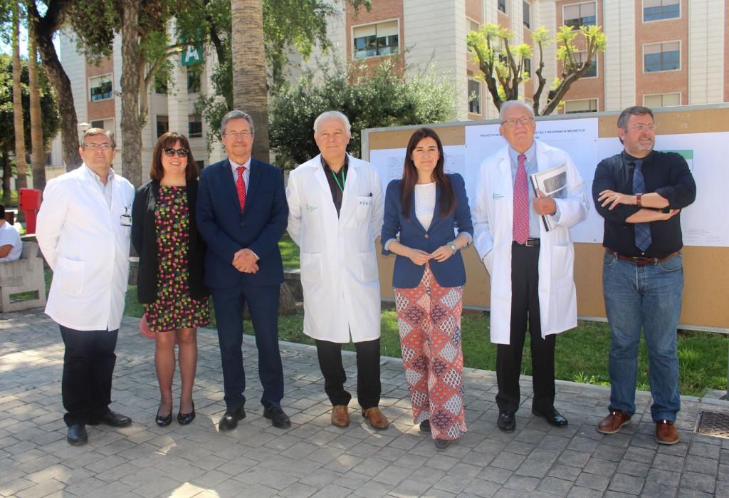 2017 05 19 Visita de Carmen Monton a Oncologia HGUV foto de grupo