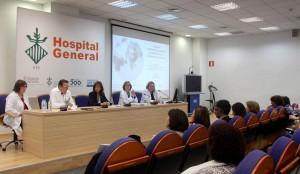 Vacunacion internacional mesa con publico