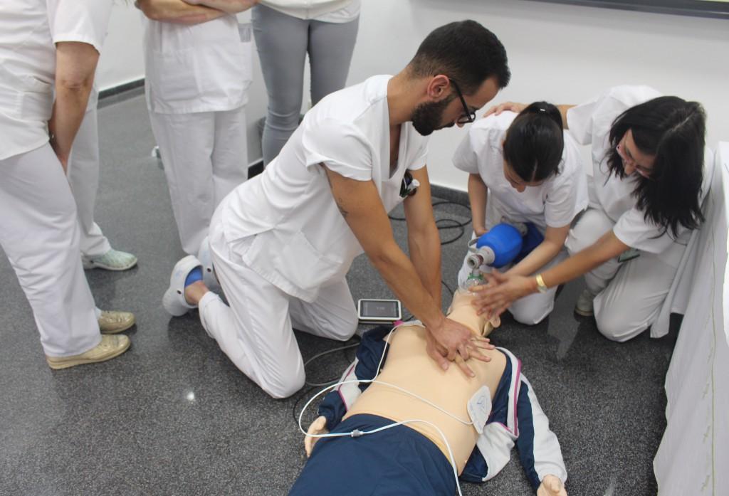 2017 06 06 Curso RCP enfermeria 3 alumnos con Araceli